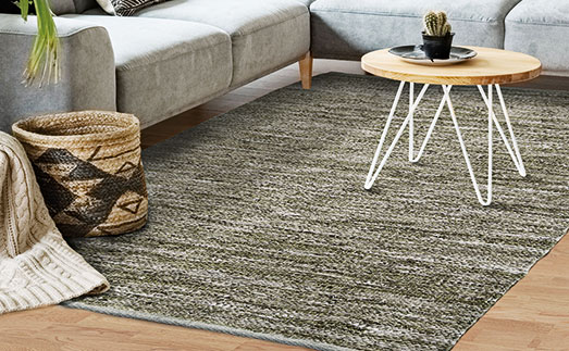 tapis tressés en cuir
